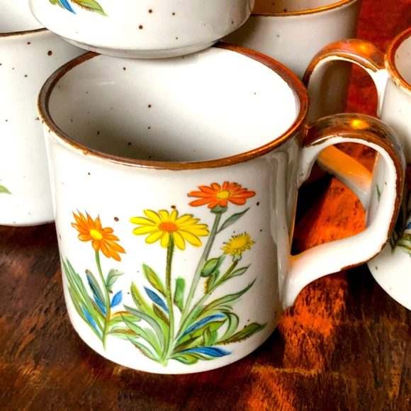 Vintage 70's daisy coffee cups